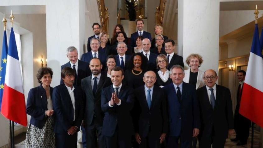 emmanuel-macron-et-ses-ministres-845x475.jpg