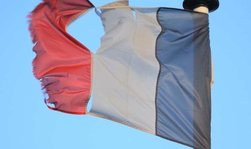 drapeau-franc3a7ais-dc3a9chirc3a9-800x475.jpg