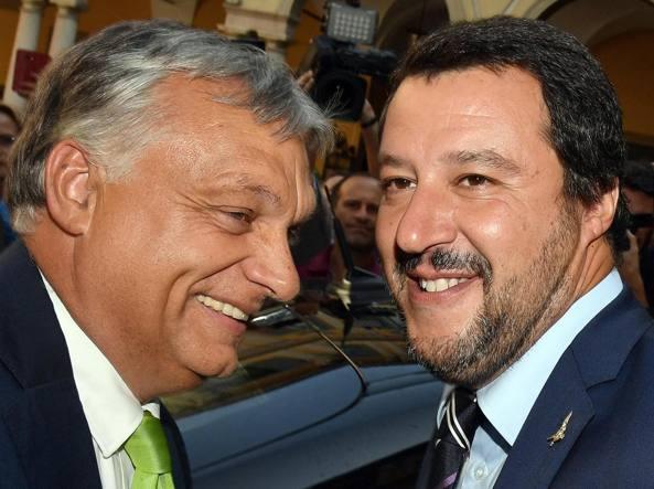Entre les gouvernements populistes et les gouvernements mondialistes de l'Union européenne, les hostilités sont ouvertes.     Les deux leaders populistes se sont rencontrés mardi, à Milan, avant d'exprimer leurs convergences de vues sur l'immigration illégale lors d'une conférence de presse commune.