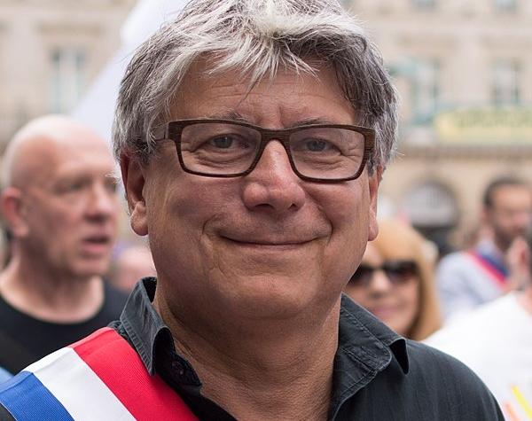 Le député Éric Coquerel, élu de La France Insoumise en Seine-Saint-Denis, n'y voit qu'un malheureux cas isolé. Le racisme anti-Blancs, « c'est dans le discours du Front national ».