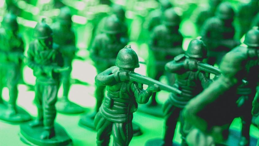 green-plastic-toy-soldiers-1531768280U45-845x475.jpg