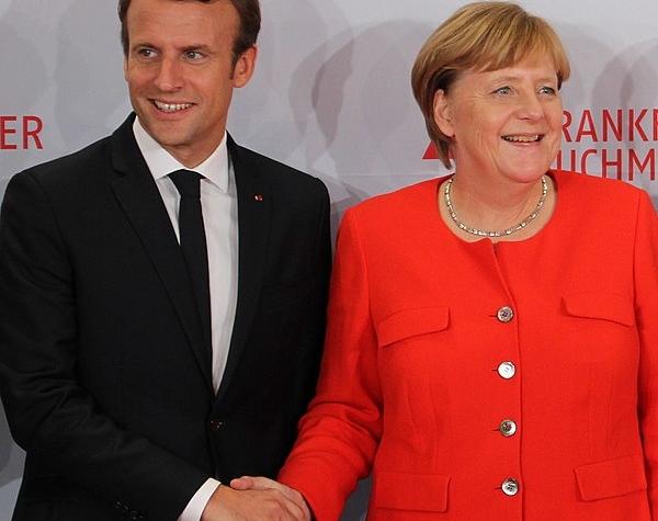 Traité  d'AIX La Chapelle 600px-Emmanuel_Macron_and_Angela_Merkel_Frankfurter_Buchmesse_2017-600x475